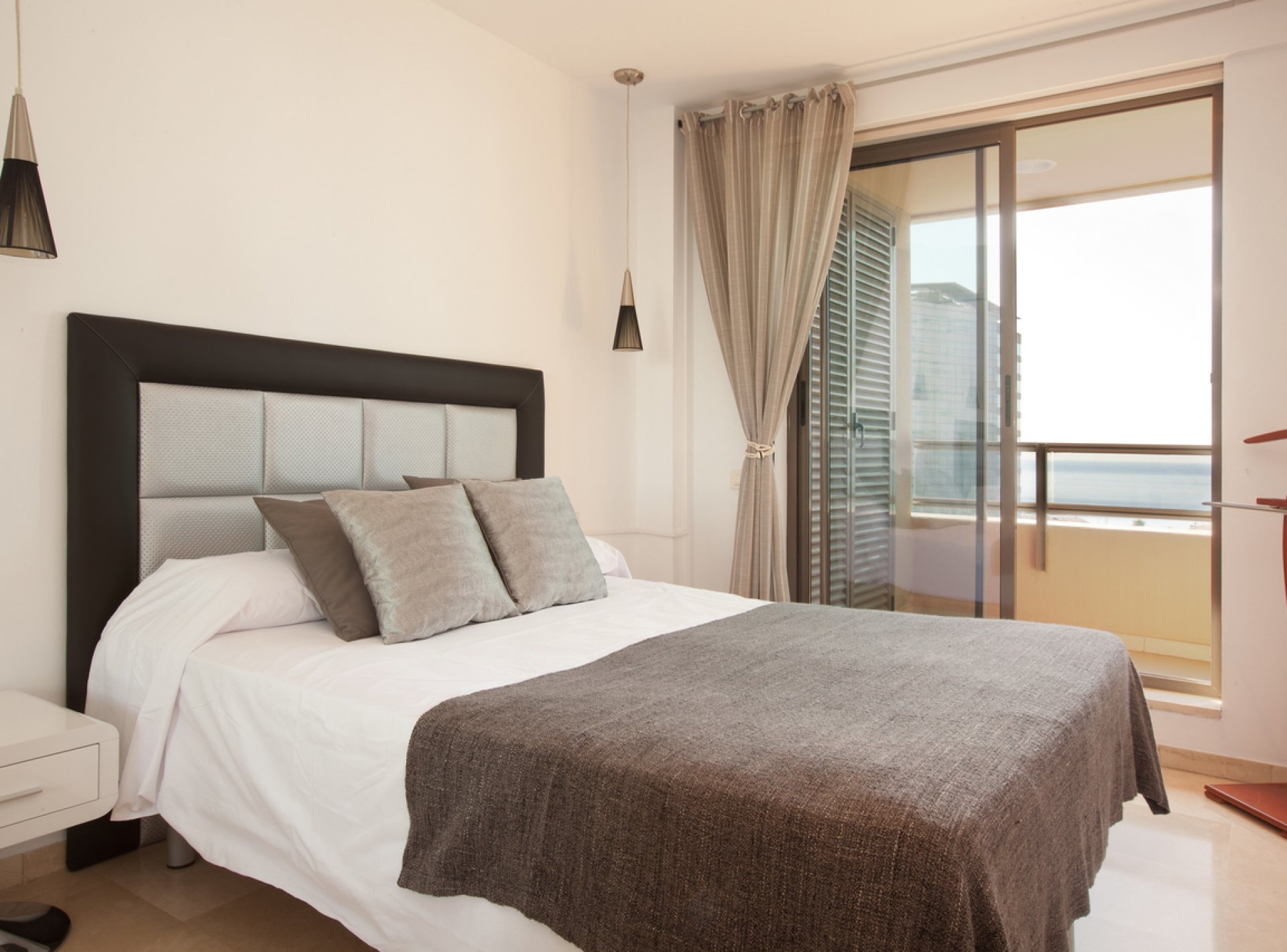 Modern 4-Bedroom Holiday Apartment to Rent with Balcony and Sea Views near the Beach in Barcelona