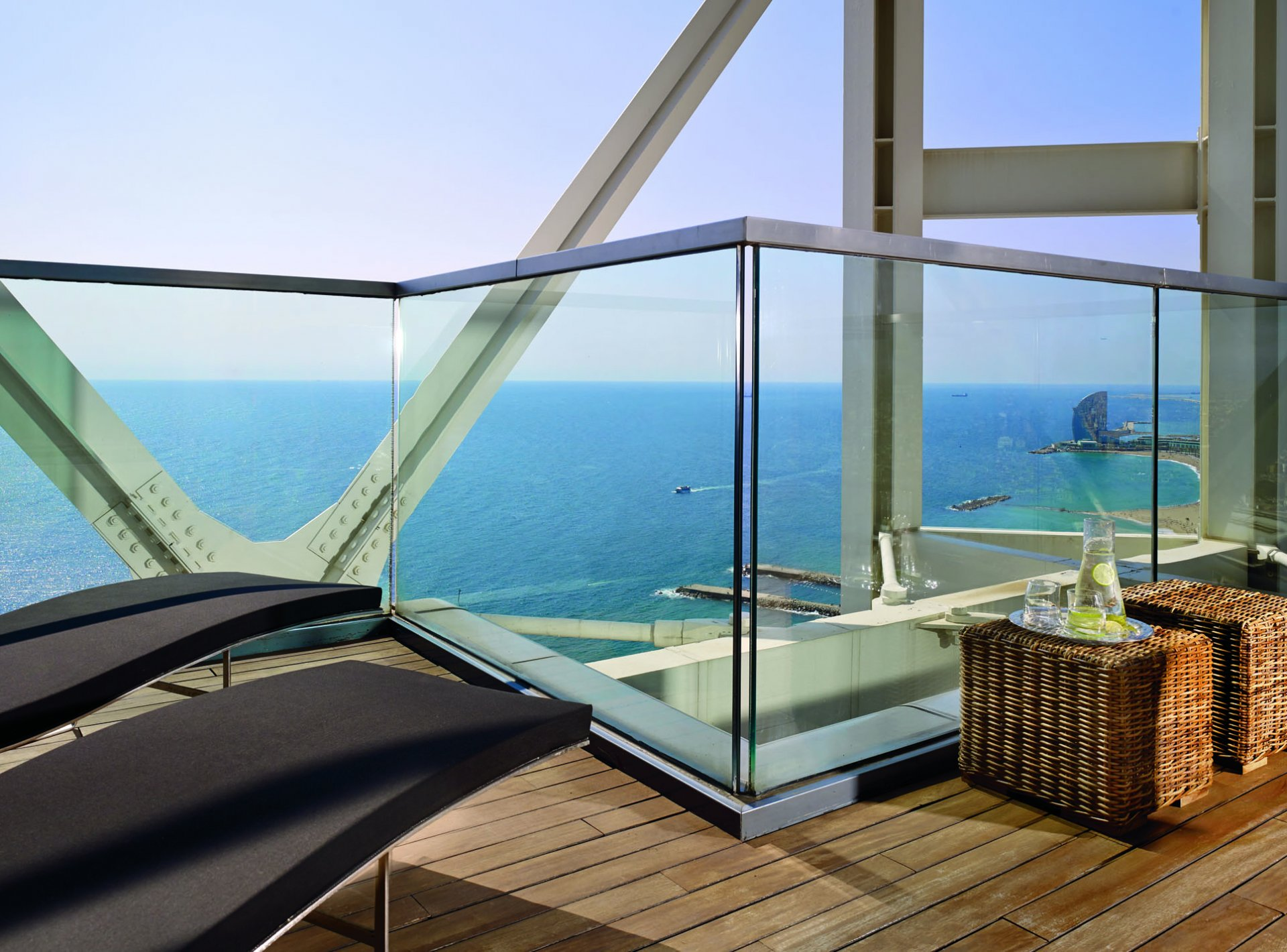 Luxury 3-Bedroom Holiday Apartment to Rent with Sea Views near the Beach in Barcelona
