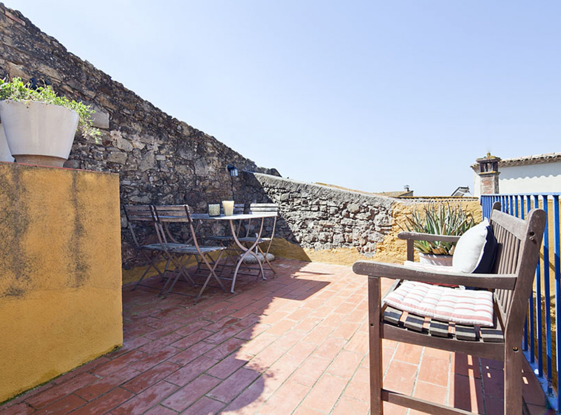 2 Bedroom Holiday Villa to Rent with Pool in Costa Brava