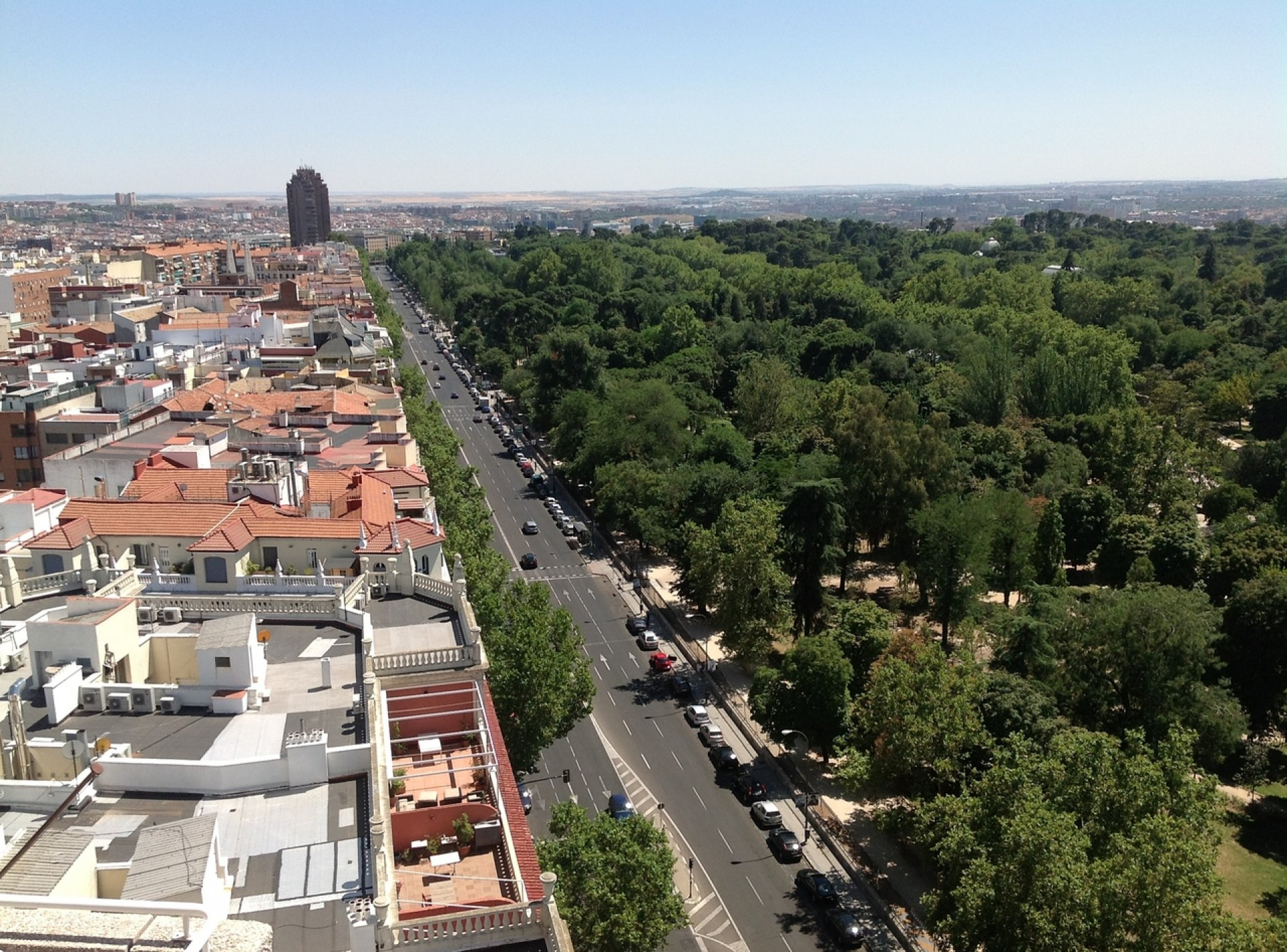 Luxury 2 Bedroom Holiday Apartment to Rent in with incredible views of Madrid